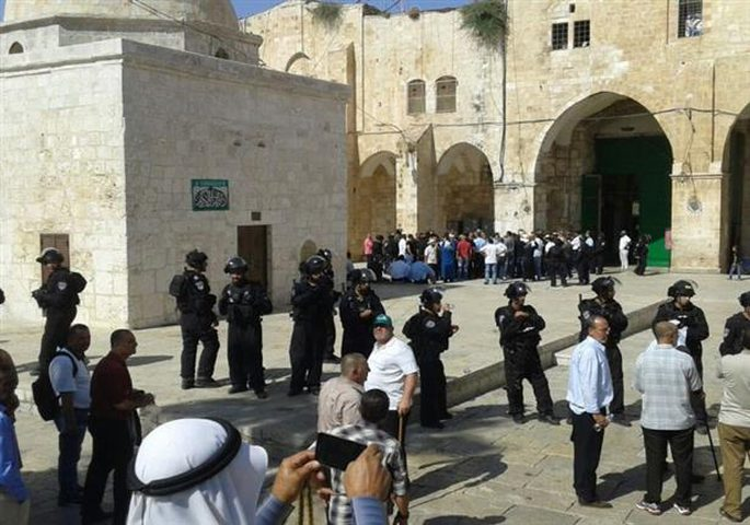مستوطنون يقتحمون المسجد الاقصى بحراسة مشددة