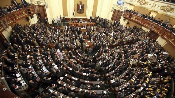 """تحذير مصري رسمي من """"تطبيق إلكتروني """" يعرّي النساء"""