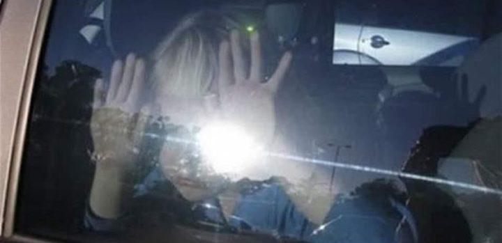 طفل نسيه أهله داخل سيارة يدخل العناية المكثفة والشرطة تتدخل