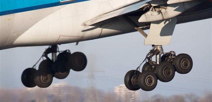 سقط من جهاز الهبوط في الطائرة جثة هامدة
