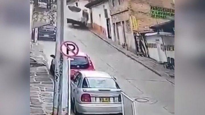 اسبانيا.. سائق حافلة ينجو من حادث مروع