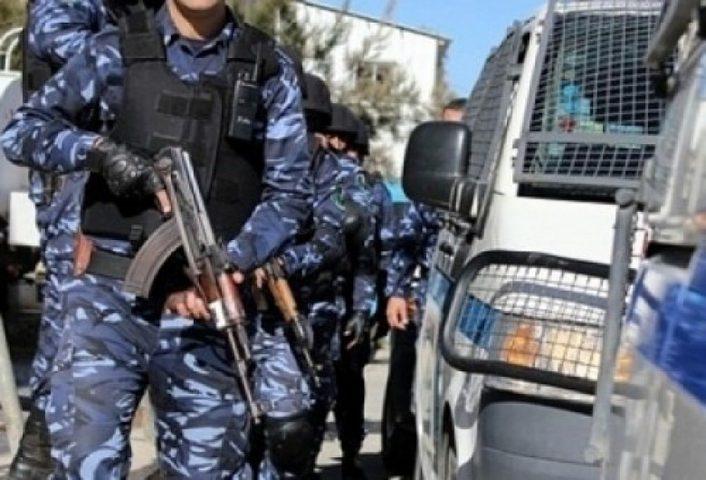 الشرطة تلقي القبض على أخطر تاجر مخدرات بالخليل