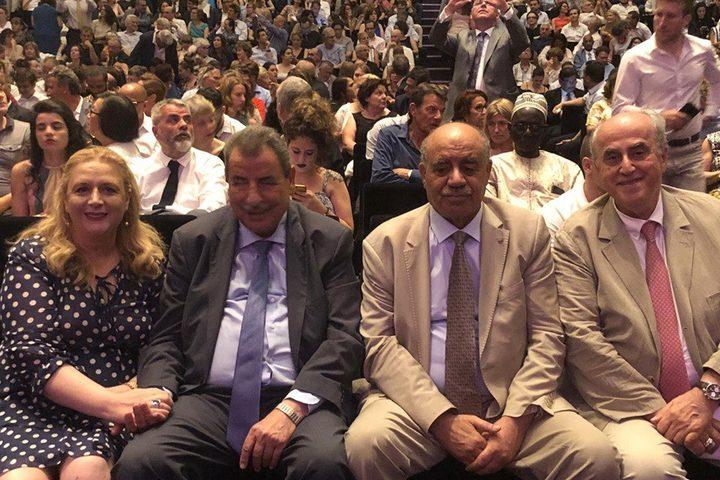 الطالبة زهوة إبنة الرئيس الراحل القائد ياسر عرفات، عقب احتفالها بنيل درجة الماجستير في العلوم السياسية من جامعة باريس للعلوم السياسية.