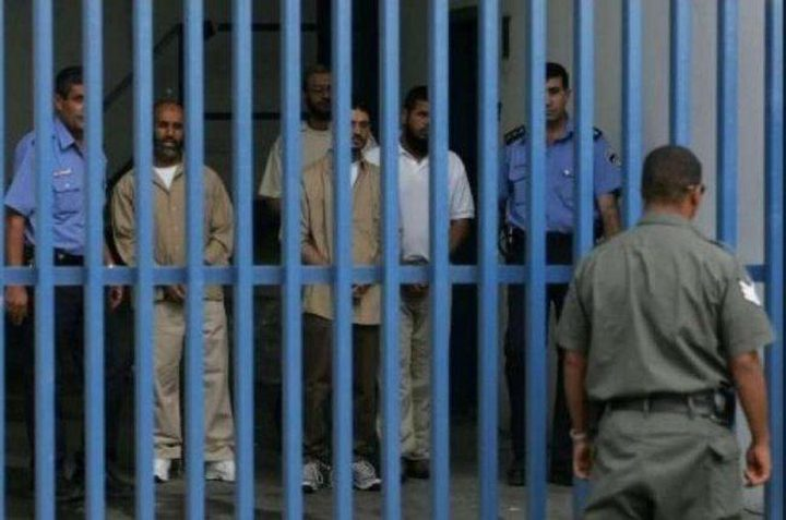 5 أسرى من الخليل يعلقون اضرابهم عن الطعام