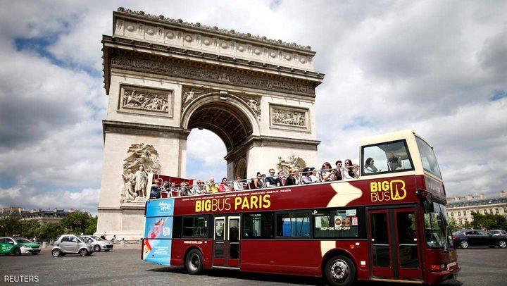 باريس تعتزم حظر الحافلات السياحية