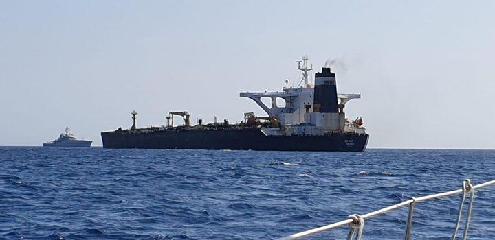 احتجاز ناقلة نفط ضخمة متجهة من إيران إلى سوريا