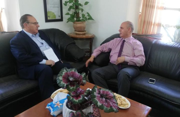 حمدان يطلع سفير أورغواي على الأوضاع الصعبة في الخليل