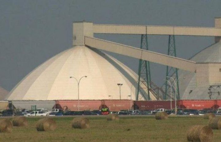 انتشال 34 عاملا من عمق 1000 متر في كندا