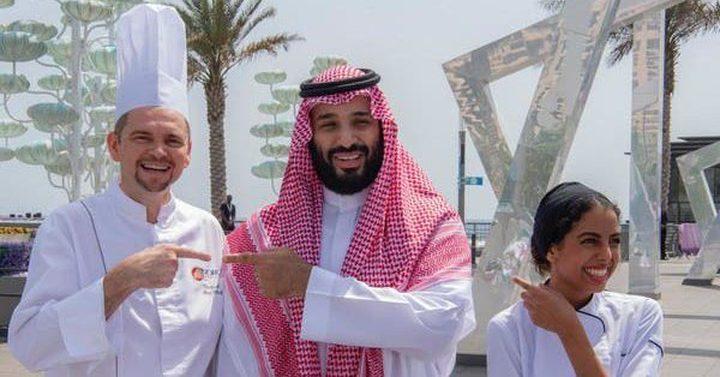 فتاة تقدم طبقاً لولي العهد السعودي ويلمع نجمها