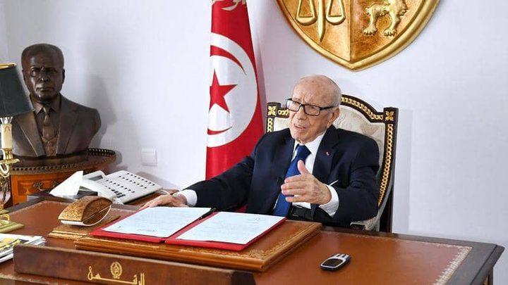 """الظهور الأول للرئيس التونسي """"السبسي"""" بعد وعكته الصحية"""