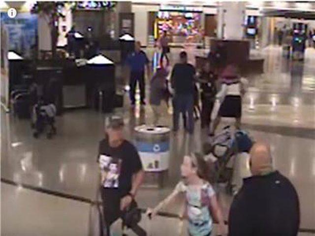 اختطاف طفل علناً من والديه في مطار أمريكي