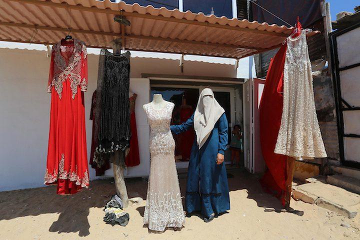 صابرين الجابري تبيع الفرحة لتساعد عائلتها على العيش بكرامة