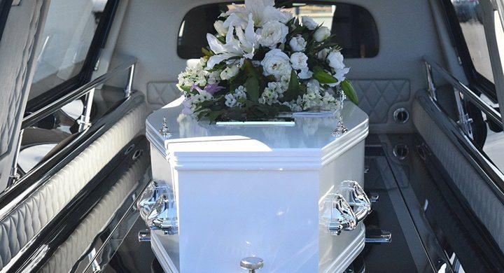 يعود من الموت أثناء التحضير لجنازته