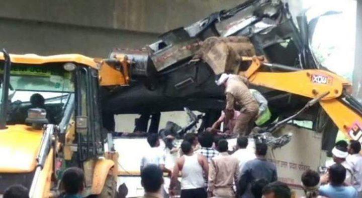 سقوط حافلة ركاب في قناة شمال الهند يودي بحياة العشرات