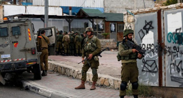 قوات الاحتلال تعيق حركة المواطنين غرب جنين