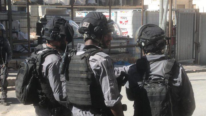 الاحتلال يطلق النار على شاب من قرية العيسوية
