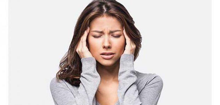 طرق علاج صداع الرأس بالماء والمسكنات