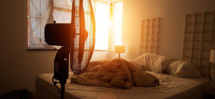 دراسة :النوم أمام المروحة يزيد من خطورة الحساسية