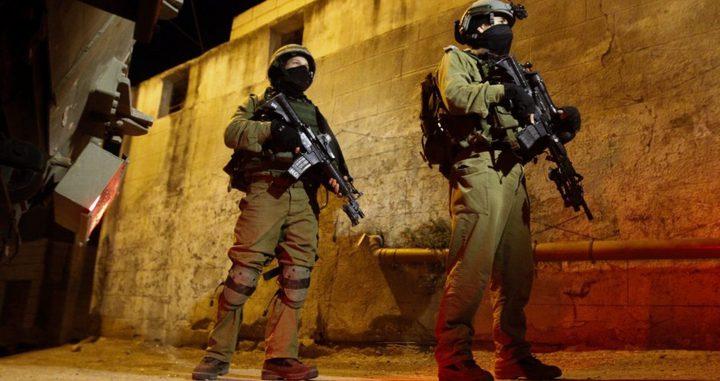 اعتقال (12) مواطنًا في الضفة