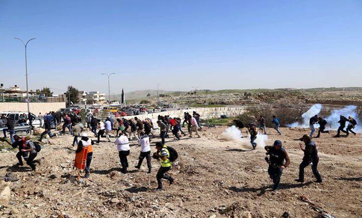 إصابات بالاختناق جراء قمع الاحتلال للمواطنين في صور باهر جنوب شرق