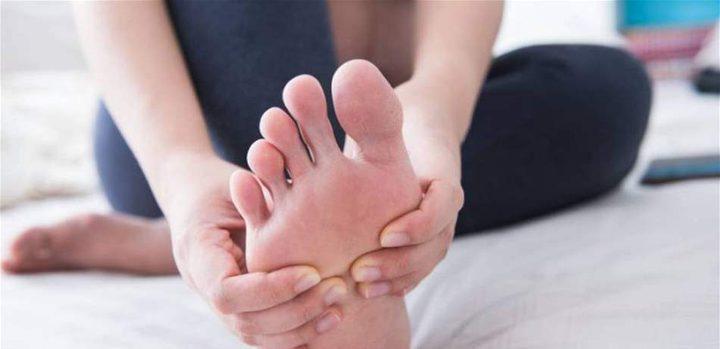 العلاج السريع لانتفاخ القدمين