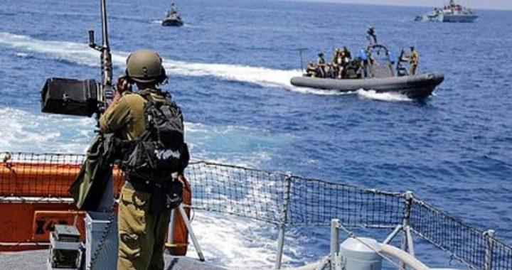 إصابة مواطن برصاص الاحتلال وبحريته تهاجم مراكب الصيادين