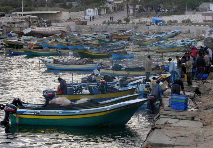 """نقيب الصيادين :""""الاحتلال سرق معدات ومواتير القوارب التي احتجزها"""