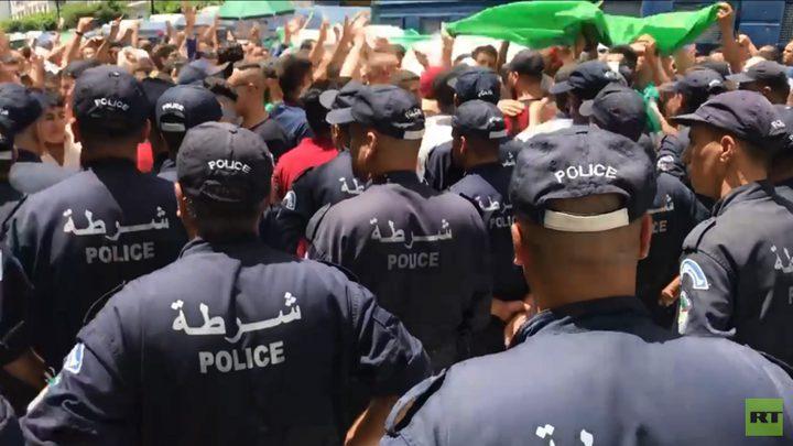 الجزائريون يواصلون الاحتجاج للجمعة الـ 21