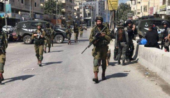 الاحتلال يعتقل مواطنة من مخيم شعفاط