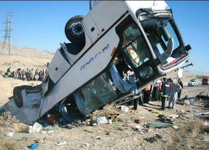 مصرع 12 شخصا جراء انقلاب حافلة جنوب إيران