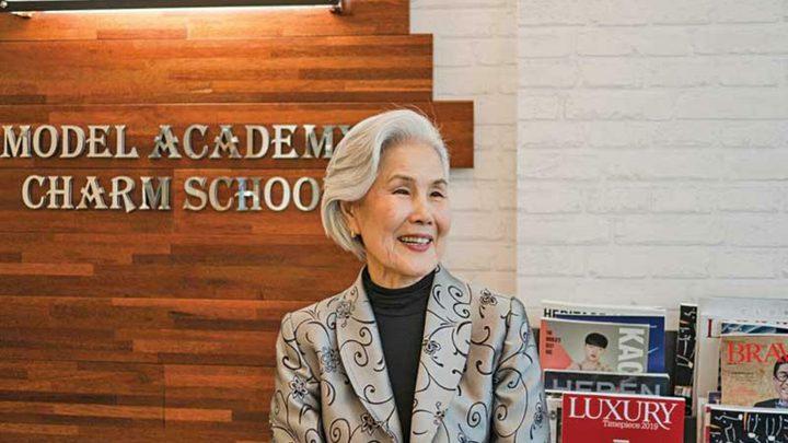كوريا الجنوبية..ممرضة تتحول لنجمة عروض أزياء فوق سن السبعين!