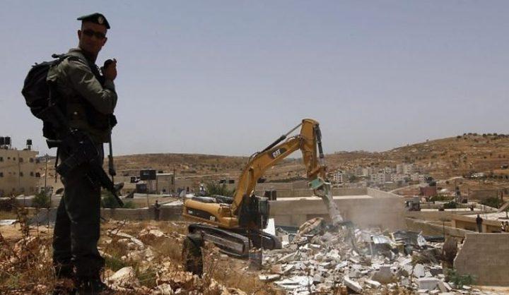 الاحتلال يهدم بركة مياه شرق الخليل