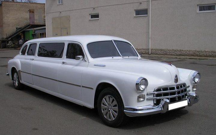 الفن غير التقليدي.. تحويل السيارات القديمة إلى ليموزين