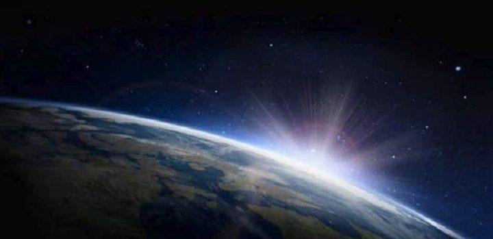 البحث عن أصل الأرض تحت سطح القمر!