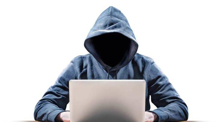 الشرطة تكشف جريمة ابتزاز الكتروني وتلقي القبض على الجاني بالخليل