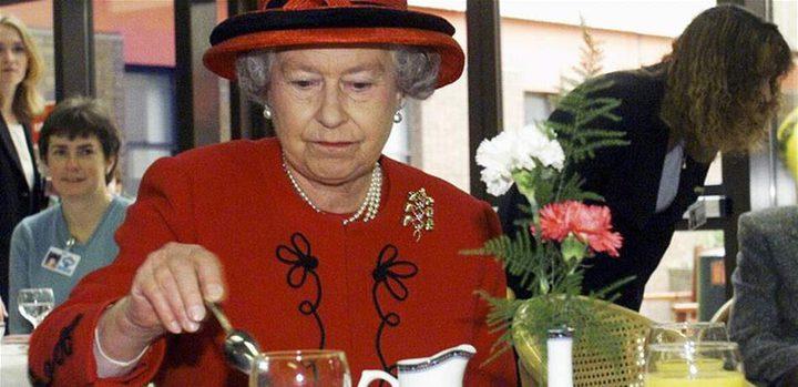 الملكة إليزابيث الثانية لا تفصح عن أكلتها المفضّلة، لماذا؟