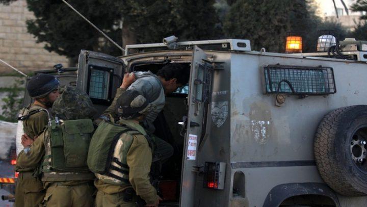 قوات الاحتلال تعتقل مواطناً من قلقيلية