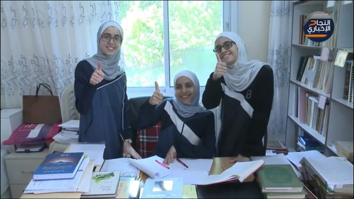 التوائم الثلاثة تفوقن وقررن الالتحاق بركب التميز في جامعة النجاح