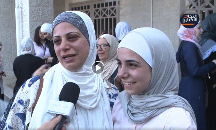 الفرحة والبهجة في عيون طالبات الثانوية العامة وذويهم في نابلس