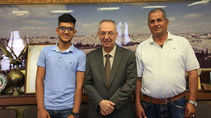 رئيس جامعة النجاح يستقبل الأول على الوطن بالفرع العلمي محمود خضرة