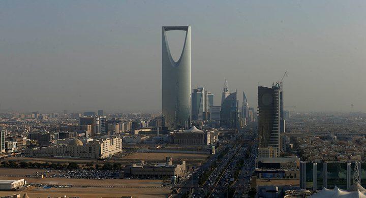 عاصفة ترابية في السعودية تتسبب في تحطم السيارات والمباني