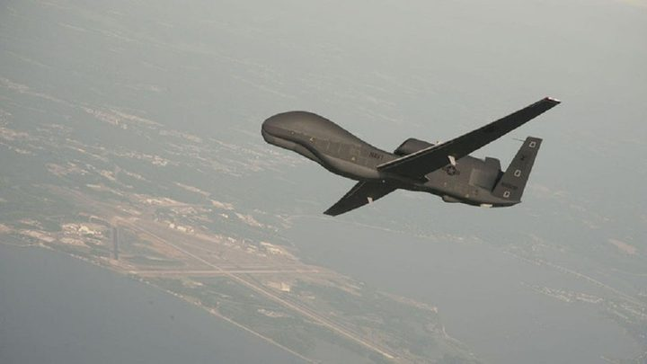 """إيران تبث لقطات """"تدحض"""" الرواية الأمريكية بشأن طائرة مضيق هرمز"""
