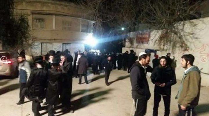مئات المستوطنين يقتحمون مقامات كفل حارس بسلفيت