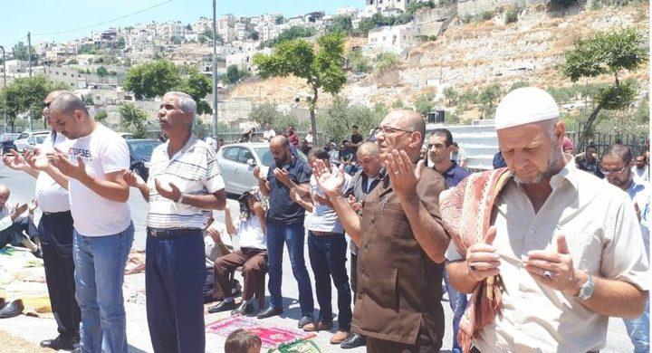 العشرات يؤدون صلاة الجمعة في بلدة سلوان