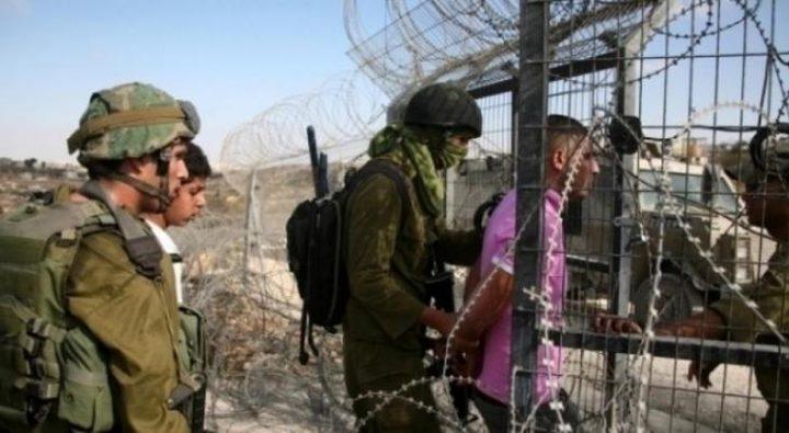 الاحتلال يعتقل مواطنًا جنوب القطاع