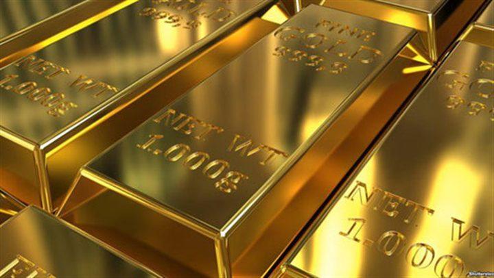 الذهب يهبط من ذروة 6 سنوات