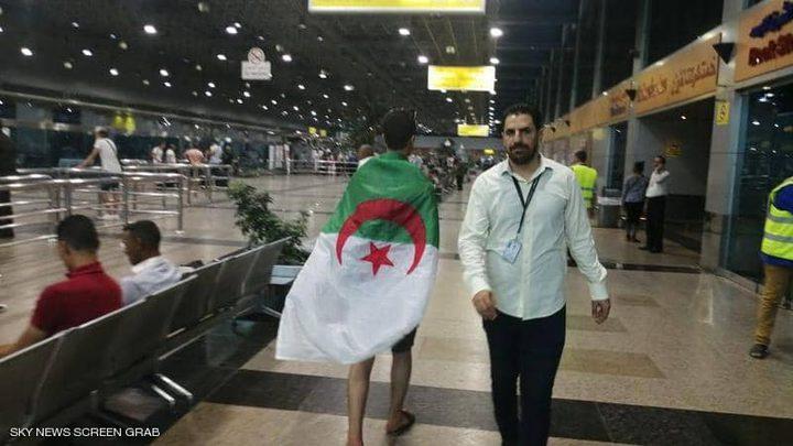 انتهاء أزمة مشجعين جزائريين علقوا بمطار القاهرة