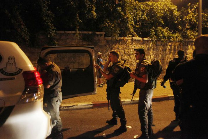 قوات الاحتلال تلحق أضرارا بمنشآت المواطنين بالعيسوية