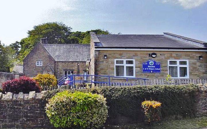 بعد 180 عامًا.. إغلاق أصغر مدرسة ابتدائية في بريطانيا بسبب صادم
