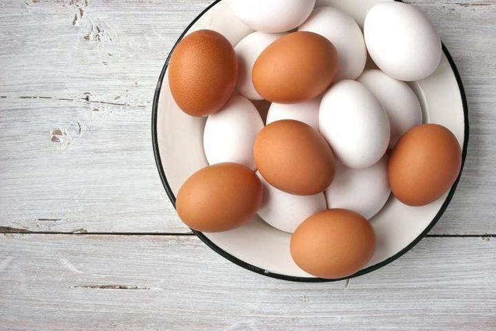 أيهما الأكثر صحة: البيض الأبيض أم البيض البني؟